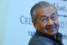 Dr Mahathir harap SPRM teruskan niat panggil Najib jelaskan RM2.6 bilion - http://malaysianreview.com/138348/dr-mahathir-harap-sprm-teruskan-niat-panggil-najib-jelaskan-rm2-6-bilion/