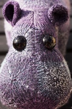 Fliederduft the knitted hippo
