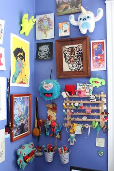 by Love & A Sandwich There are two main places I keep plush in my room/workspace/office/whatever you want to call it. Apartment Walls, Crafts For Kids, Arts And Crafts, Plushies, Gallery Wall, Room Decor, Crafty, Studio, Space