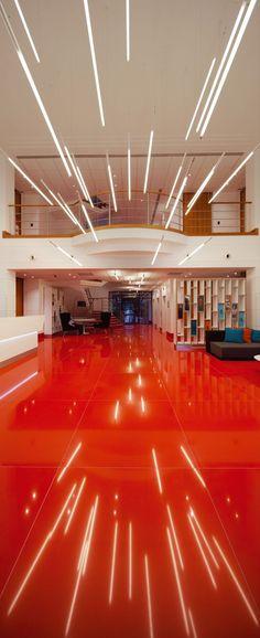 Office Design Virgin Atlantic Reception Area Design by Checkland Kindleysides Lighting Concepts, Linear Lighting, Strip Lighting, Lighting Design, Pendant Lighting, Light Architecture, Architecture Details, Interior Architecture, Interior Design
