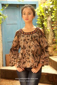 Batik Amarillis's painter's blouse 2-revamped More comfy, sweet, unique & romantic blouse with slit sleeve. AVAILABLE ! at Batik Amarillis webstore www.batikamarillis-shop.com