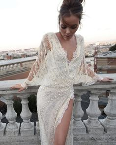 Amazing wedding couture by Inbal Dror  http://jasmine-v-world.blogspot.nl/2012/07/bridal-couture.html
