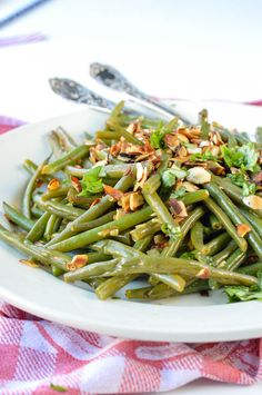 AUTHENTIC FRENCH GREEN BEAN recipe sauteed in olive oils with almonds, shallots, garlic and lemon juice. Easy side dish for Holidays, gluten free   vegan.