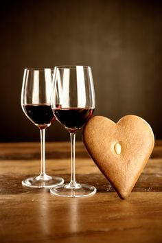 #Christmas Ideas with goblets of red wine Nd hearty cookies!