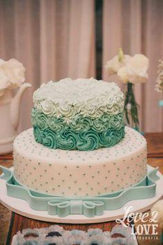 Bolo nas cores azul tiffany e branco! ♥ #decoração #noivado #azultiffany…