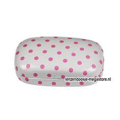 Ga voor lief en vrolijk met het wit met roze stippen lenzendoosje!  >> http://lenzendoosje-megastore.nl/hardcover/wit-roze-gestipt-lenzendoosje-134.html