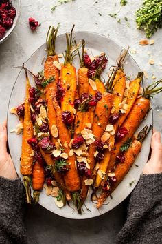 vegan-yums: Maple roasted carrots with cranberries / Recipe Omg. vegan-yums: Maple roasted carrots with cranberries / Recipe Omg this looks Vegetable Side Dishes, Vegetable Recipes, Vegetarian Recipes, Cooking Recipes, Healthy Recipes, Vegetarian Christmas Recipes, Vegan Vegetarian, Vegetable Platters, Lentil Recipes