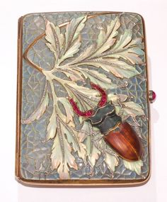 Beautiful Russian Fabergé plique a jour enamel beetle box. Bijoux Art Nouveau, Art Nouveau Jewelry, Belle Epoque, Enamel Jewelry, Antique Jewelry, Faberge Jewelry, Feuille Aluminium Art, Faberge Eier, Creative Senior Pictures