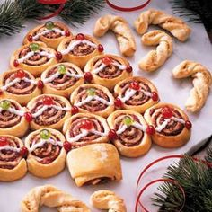Cranberry Cinnamon Christmas Tree Rolls Recipe- Recipes These festive rolls are sure to spark lively conversations at your holiday brunch. Colorful cranberries make an appetizing addition to ordinary cinnamon rolls. Christmas Desserts, Christmas Treats, Holiday Treats, Holiday Recipes, Christmas Goodies, Christmas Breakfast, Christmas Morning, Christmas Brunch, Christmas Holiday