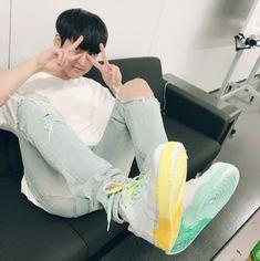"""donghyuk's cousin customized iKON's shoes as well awww😍😍 Kim Jinhwan, Chanwoo Ikon, Winner Ikon, Ikon Member, Jay Song, Ikon Kpop, Ikon Debut, Fandom, Korea"