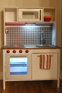 The Bright Side Of Rain Clouds: Ikea Play Kitchen Hacks Ikea Toy Kitchen Hack, Kids Toy Kitchen, Mini Kitchen, Kitchen Hacks, Ikea Hacks, Play Kitchen Accessories, Ikea Toys, Play Kitchens, Modern Kids