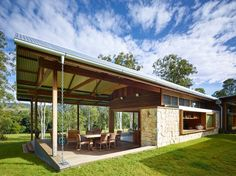Image 35 of 35 from gallery of Hinterland House / Shaun Lockyer Architects. Photograph by Shaun Lockyer Architects Future House, My House, Saint Claude, Brisbane Architects, Australian Architecture, House Architecture, Weekend House, Shed Homes, Residential Interior Design