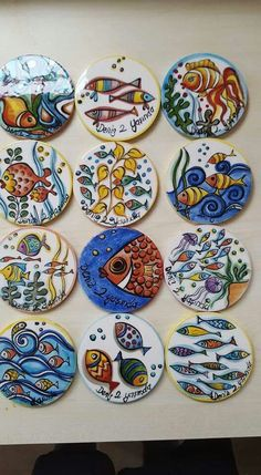 Ideas for hooking Pottery Painting, Ceramic Painting, Stone Painting, Ceramic Art, Glazes For Pottery, Ceramic Pottery, Painted Plates, Hand Painted, Pebeo Porcelaine 150