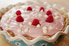 Four Shades of Chocolate Pioneer Woman - Raspberry Cheesecake (I will substitute and use strawberries or cherries. Raspberry No Bake Cheesecake, White Chocolate Raspberry Cheesecake, Cheesecake Recipes, Dessert Recipes, Cheesecake Trifle, Yummy Recipes, Just Desserts, Delicious Desserts, Yummy Food