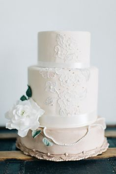 Delicious cake: http://www.stylemepretty.com/florida-weddings/orlando-fl/2015/03/27/vintage-chic-southern-wedding-inspiration/ | Photography: The Hons - http://thehonsphoto.com/