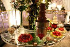 Cascata de Chocolate Eventos Festas Casamentos Aniversários - Doces Momentos Fondue