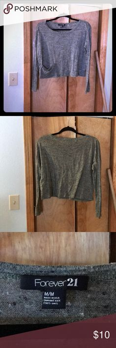 Forever21 Long sleeve green top This long sleeve shirt has loose body, fitted sleeves, and is slightly cropped with small pocket on the right size. Very comfy and looks great high waisted pants or shorts! Forever 21 Tops Tees - Long Sleeve