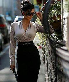 High Heels und Nylons gibt es als farbenfrohe, fröhliche Pop Art auf www.allesandra-tiller.de #fashionclassycasualchic Classy Outfits For Women, Classy Work Outfits, Business Casual Outfits, Professional Outfits, Chic Outfits, Fashion Outfits, Clothes For Women, Sexy Work Outfit, Fashion Blouses