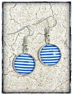 Boucles d'oreilles cabochon bleu marine et blanc : Boucles d'oreille par miss-j-adore