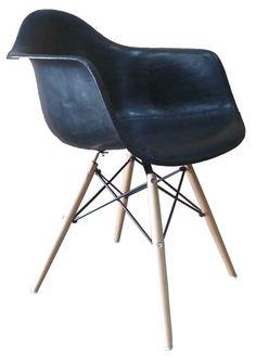 Stoel Eames model zwart leer