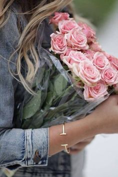 Pink Roses – True Beauty And Gratitude Love Flowers, My Flower, Flower Power, Beautiful Flowers, Denim Flowers, Fresh Flowers, Bouquet Champetre, Rose Cottage, Belle Photo