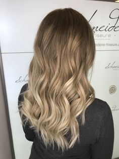 Curls, Long Hair Styles, Beauty, Hairdressers, Dressmaking, Beleza, Long Hairstyle, Long Hairstyles, Long Hair Cuts