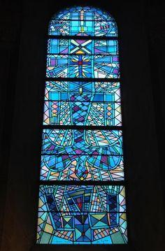 Les vitraux Cocteau de l'église Saint Maximin à Metz