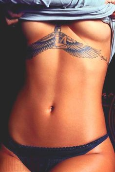 Tattoo under breasts Rihanna #rihanna #rihannatattoos #t4aw