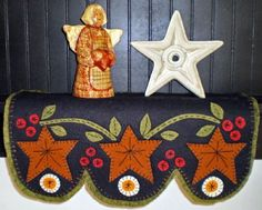 Star and Berries Penny Rug Shelf Scarf