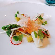 Ein #leckeres Stück #Lachs mit #spargel im #laudensack in Bad #kissingen. #yummie #fish #meal #BadKissingen #Germany #food #foodporn #foodie #foodpicoftheday #foodpic #foodgasm #instafood #seafood #vegetable #dish #appetizer #sauce #dinner #salmon #slice #salad #cuisine