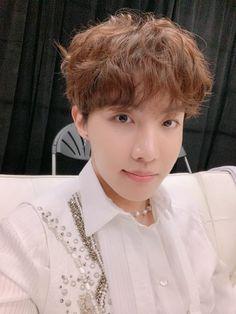 Hoseok's Fancafe post ✎ ARMYs! I miss our Korean ARMYs so much~~ Haha. Don't worry; I will finish everything well! Take care of yourself and don't get sick. Gwangju, Jimin, Bts Bangtan Boy, J Hope Selca, Bts J Hope, Bts Jung Hoseok, Seokjin, Namjoon, J Hope Tumblr