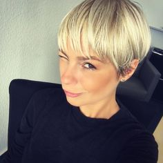 Fine-Pixie-Bangs Super Pixie Haircuts for Fine Hair Fine-Pixie-Bangs Super Pixie Haircuts for Fine H Latest Short Hairstyles, Bob Hairstyles For Fine Hair, Short Pixie Haircuts, Haircuts With Bangs, Girl Haircuts, Pixie Hairstyles, Short Hair Cuts, Fine Short Hair Styles, Blonde Short Hair Pixie