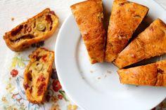 Recept s olivami, sušenými paradajkami a syrom. Vznikne slaná bábovka. Vhodná ako desiata do školy, či slaný snack do práce.