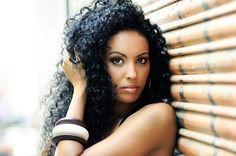 La nueva tendencia en looks de pelo es llevar el pelo natural tanto en color como en textura, ¿Volverías al pelo natural?