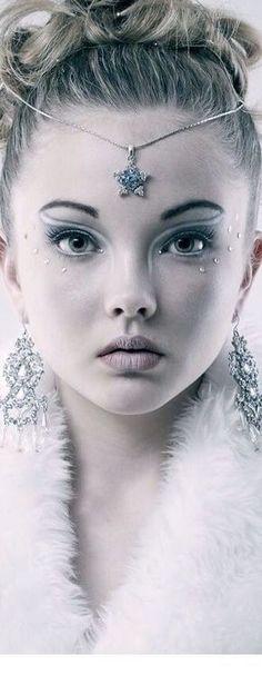 Ice princess look - Ice Princess Costume, Snow Queen Costume, Ice Princess Makeup, Ice Makeup, Makeup Art, Snow Queen Makeup, Snow Makeup, Fantasy Make Up, Fairy Makeup