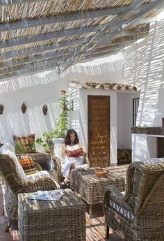 Wicker furniture, many antique rustic and romantic accessories compose a special character of the house. Classical Spanish house with its own features – what can be better for a home? Rustic Patio, Rustic House, House Design, Spanish Style Homes, Outdoor Patio Decor, Rustic Outdoor, Rustic Style, Outdoor Design, Country House Design