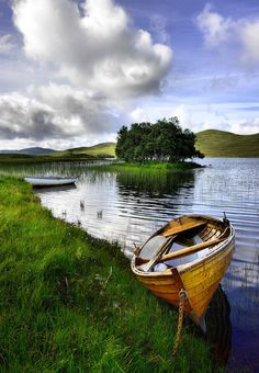 Four seasons of Scotland: Photographer captures astounding images of Scottish scenery Beautiful World, Beautiful Places, Old Boats, Small Boats, Boat Art, Scotland Travel, Wooden Boats, Belle Photo, Beautiful Landscapes