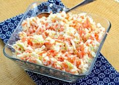 KFC Copycat Coleslaw - Oh yea! This coleslaw recipe is a spot-on KFC copycat coleslaw! If you like sweet and tangy chopped coleslaw this is definitely the recipe to use. Copycat Kfc Coleslaw, Vegan Coleslaw, Coleslaw Salat, Diets Plans To Lose Weight, Law Carb, Top Secret Recipes, Kfc Secret Recipe, Cooking Recipes, Skinny Recipes