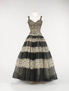 Christobal Balenciaga evening dress ca. 1945 via the Costume Institute of The Metropolitan Museum of Art