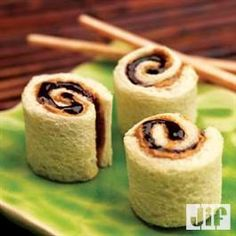 Butter and Jelly Sushi Rolls Peanut Butter and Jelly Sushi Rolls I am going to make these for my boys for snack tomorrow!Peanut Butter and Jelly Sushi Rolls I am going to make these for my boys for snack tomorrow! Cute Food, Good Food, Yummy Food, Awesome Food, Yummy Snacks, Little Lunch, Sushi Recipes, Fun Recipes, Dessert Recipes