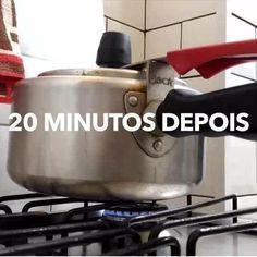 A mistura sai bem mais barata que os clareadores vendidos no mercado. Flylady, Home Hacks, Kitchen Aid Mixer, Clean Up, Clean House, Housekeeping, Cleaning Hacks, Make It Simple, Helpful Hints