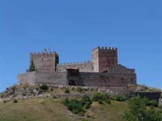 CASTLES OF SPAIN - El castillo de San Vicente, en Argüeso, al sur de Cantabria. Con anterioridad al castillo hubo una ermita (S. IX) bajo la advocación de San Vicente, así como una necrópolis medieval de los siglos IX y X. Las dos torres se alzaron durante los siglos XIII y XIV. Pertenecía a la Casa de la Vega, y en el siglo siguiente, por el matrimonio de doña Leonor de la Vega con Diego Hurtado de Mendoza, pasó al señorío de los Mendoza. En 1475 se creó el marquesado de Argüeso.