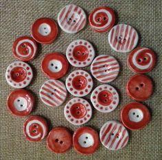 bottoni in ceramica modellati e smaltati a mano.RED