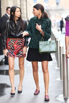 Love the lace jacket in such a dark forest green. Love that she has paired the girly look with dark red loafers. giovanna battaglia - Szukaj w Google