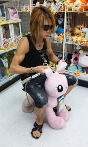 Uruha The Gazette LOOK AT HIS MUSCLES oh my!!