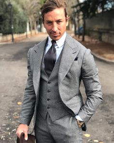 """1,423 Me gusta, 24 comentarios - TOMAS LASO-ARGOS (@tomaslasoargos) en Instagram: """"@absolutebespoke #houndstooth #threepiece #suit"""""""