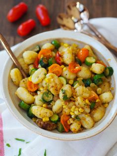 These summer vegetarian recipes are guaranteed to be easy and delicious! From simple vegan summer pasta to vegetarian tacos there's something for everyone! Summer Vegetarian Recipes, Easy Vegetarian Dinner, Healthy Recipes, Vegetarian Meals, Healthy Foods, Healthy Eating, Spicy Hummus, How To Cook Gnocchi, Brown Butter Sauce