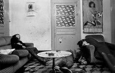 Palermo, 1982. Nerina (a la derecha) trabajaba como prostituta y traficaba con drogas. Fue asesinada por la mafia por no respetar sus órdenes. Dos clientes también corrieron la misma suerte (© Letizia Battaglia)