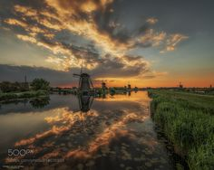 """Queen's View - One of the many beautiful sunsets at Kinderdijk May 2017. Best viewed on black (click image or press """"M"""")"""