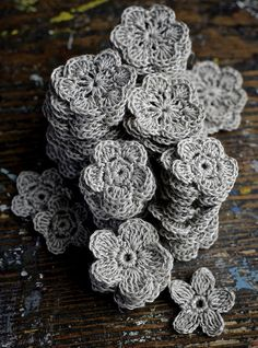 crocheted flowers by namolio on Flickr.  Namolio reblog for your dash today. Love it!